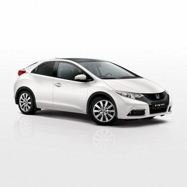 Хонда Цивик 5д на белом фоне