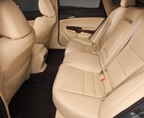 Honda Crosstour простор для задних пассажиров