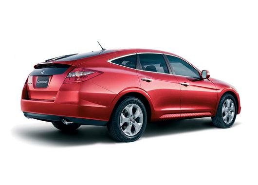 Honda Crosstour красного цвета вид сзади