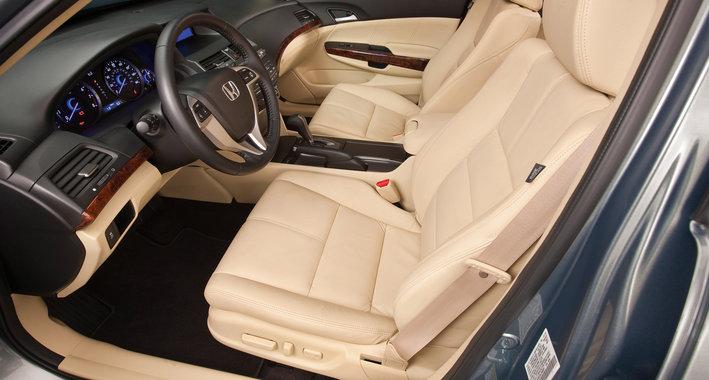 Хонда Кросстур белые сиденья